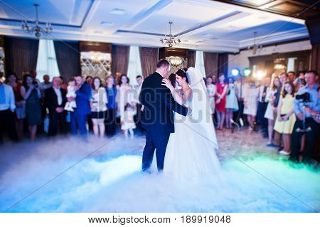 Amazing First Wedding Dance Of Wedding Couple With Heavy Smoke And Different Lights. Blured Bokeh Ef