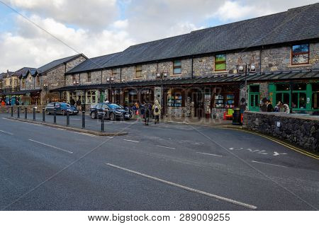 Betws Y Coed, Uk - Feb 2, 2019: A Taxi And A Private Motor Car Are Parked In An Area Reserved For Co