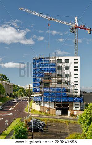 Gosford, New South Wales, Australia - February 23, 2019:  A Working Tower Crane On New Home Units Bu
