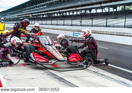 October 02, 2020 - Indianapolis, Indiana, USA: ALEX PALOU (R) (55) of Barcelona, Spain  brings his car in for service during the Harvest GP at Indianapolis Motor Speedway in Indianapolis Indiana.