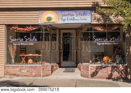 Branchville, Nj / Usa - October 9, 2020: Sunrise Studios Storefront Temporary Closed For Covid-19 On