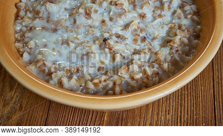 Stip - Dutch Buckwheat Porridge Syrup.  Close Up