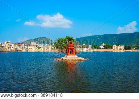Hindu Temple On Pushkar Lake In Pushkar In Rajasthan State Of India