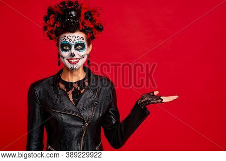 Dead Gir With Sugar Skull Makeup With A Wreath Of Flowers On Her Head And Skull, Wearth Lace Gloves