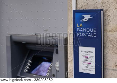 Bordeaux , Aquitaine / France - 10 10 2020 : La Banque Postale Sign Logo On Entrance Office French B