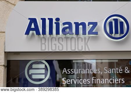 Bordeaux , Aquitaine / France - 10 10 2020 : Allianz Insurance Sign Text And Logo Of French Office B