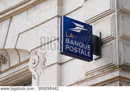 Bordeaux , Aquitaine / France - 10 10 2020 : La Banque Postale Blue Logo And Sign Of Office French B