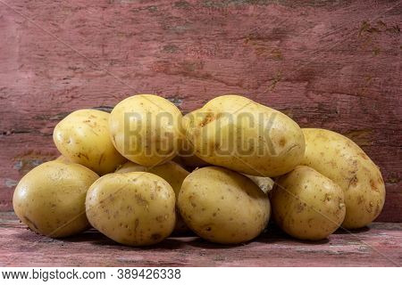 White English Potatoes (solanum Tuberosum). English Potatoes Are The Most Common And Consumed Type.