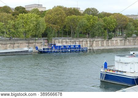 Paris, France. October 04. 2020. Tourist Boats Moored On The Banks Of The Seine River. Places Very F