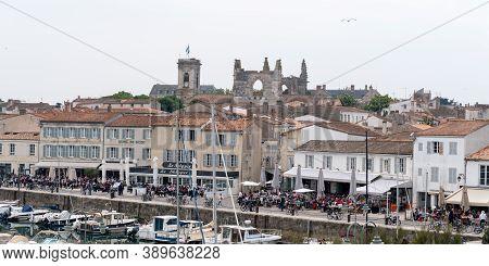 Saint Martin De  Re, Charente Maritime / France - 05 01 2019 : Village St Martin In Island Ile De Ré