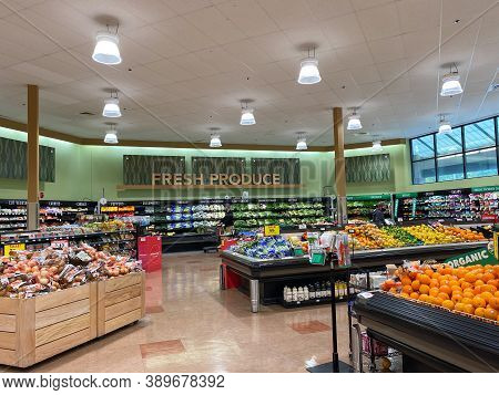 Orlando,fl/usa -10/2/20:  The Fresh Produce Aisle Of A Schnucks Grocery Store With Colorful Fresh Fr