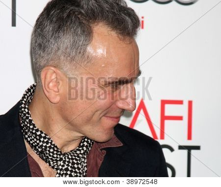 LOS ANGELES - NOV 8:  Daniel Day-Lewis arrives at the