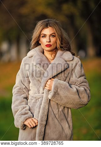 Simple And Warm. Glamorous Lady. Cosy Autumn Outfit. Winter Fashion Trends. Luxury Segment Brand. Fu