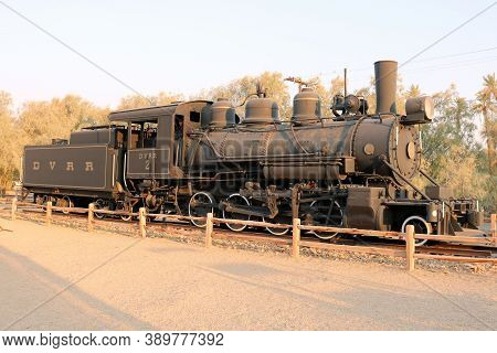 October 5, 2020 In Furnace Creek, Ca:  Vintage Train Locomotive With A Coal Rail Car On Display At T