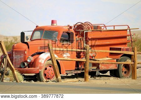 October 5, 2020 In Stovepipe Wells, Ca:  Vintage Fire Engine Truck On Display At The Stovepipe Wells