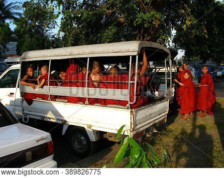 Yangon, Myanmar - 04 Jan 2010: Monks In Shwedagon Pagoda In Yangon, Rangoon, Myanmar