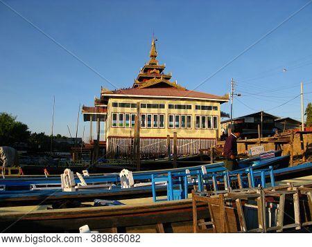 Inle Lake, Myanmar - 09 Jan 2010: Lake Inle In Mountains Of Myanmar