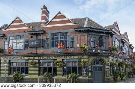 Doncaster, Yorkshire, Northern England -  October 7, 2020. The Leopard Pub In Doncaster, Exterior Bu