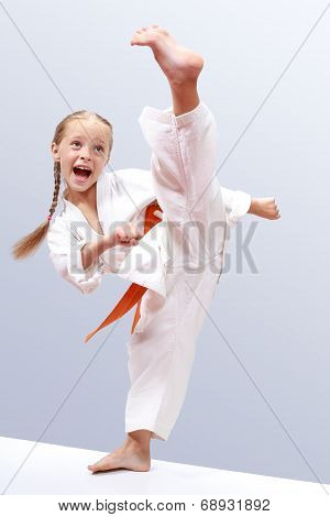Small sportwoman is a beating circular kick leg