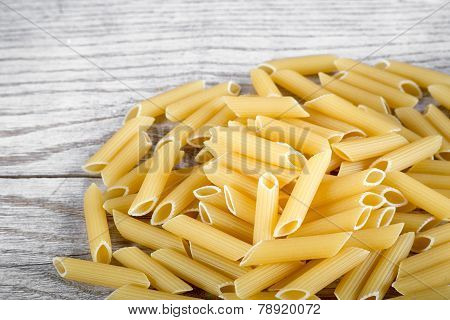 Pene pasta pile