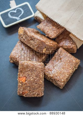 Chewy muesli granola bars