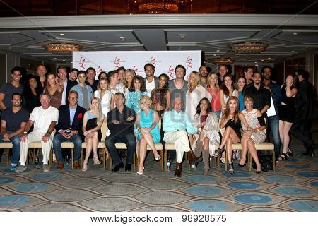 LOS ANGELES - AUG 15:  Young and Restless Cast at the