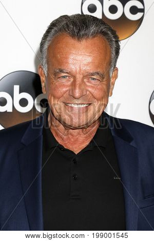 LOS ANGELES - AUG 6:  Ray Wise at the ABC TCA Summer 2017 Party at the Beverly Hilton Hotel on August 6, 2017 in Beverly Hills, CA