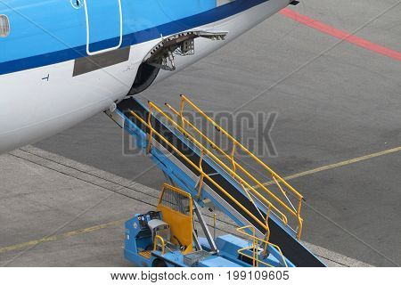 Empty airliner conveyor of a commercial airplane