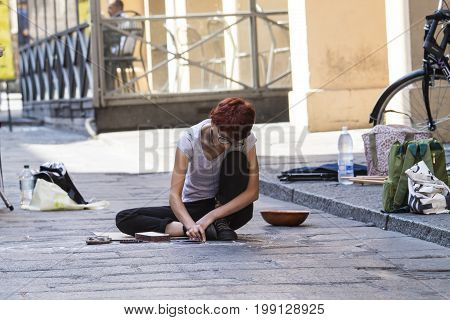 BOLOGNA, ITALY - JULY 22, 2017: street artist in Via dell'Indipendenza - Emilia Romagna