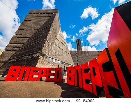 Forward At Tate Modern Tavatnik Building In London (hdr)