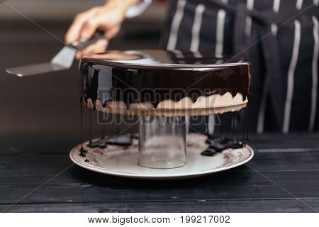 Glazing Chocolate Mousse Cake, Close-up