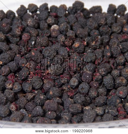 Chokeberry Chokeberry contains exceptionally high-quality health-benefiting antioxidants, phytochemicals, vitamins, and minerals