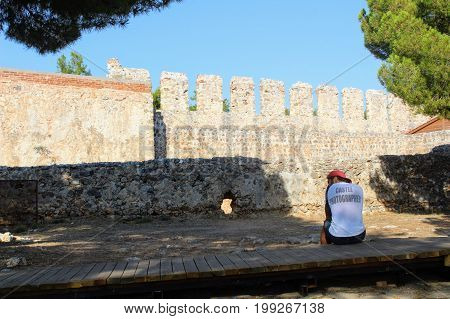 Photographer in anticipation of customers in Alanya Castle (Alanya, Turkey).