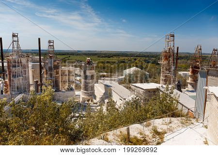 Plant for the processing of minerals in the Cretaceous quarry, large tanks, quarry mining
