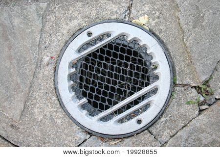 Outdoor water drain pipe system