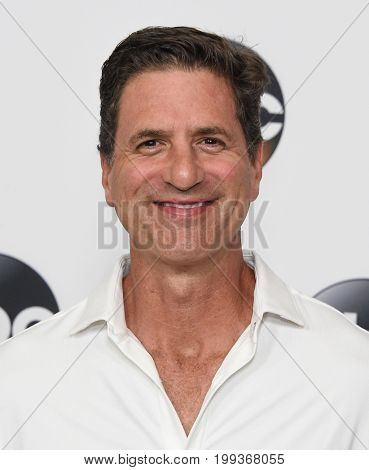 LOS ANGELES - AUG 06:  Steve Levitan arrives for the ABC TCA Summer Press Tour 2017 on August 6, 2017 in Beverly Hills, CA