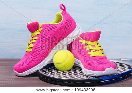 Set for playing tennis with pink sneakers