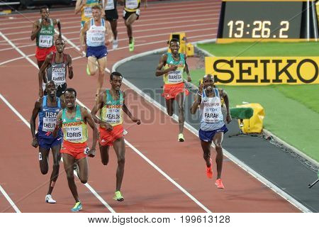 LONDON, ENGLAND - AUGUST 12: Muktar Edris of Ethiopia races Mohamed Farah of Great Britain and Northern Ireland during the 16th IAAF World Athletics Championships London 2017 at The London Stadium