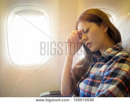 Lady Take The Plane Feeling Painful For Head