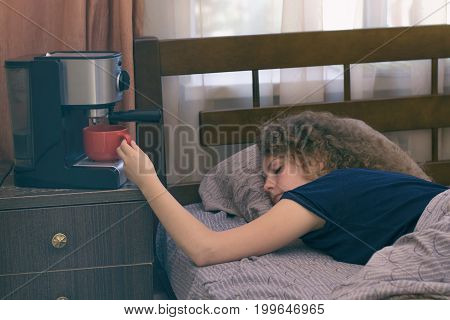 A girl who can not wake up without a cup of coffee