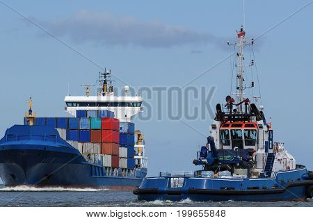 CONTAINER SHIP AND TUG - Shiping traffic near the port