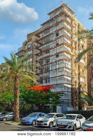 Old Eight-story Residential Condominium Under Renovation