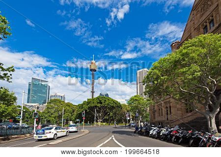 Sydney, Australia - October 21, 2017: Day Time Skyline Of Sydney And Generic Street View Of Sydney.