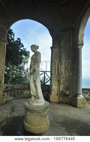 Limoncello Amalfitano tour continento. Villa Cimbrone visiting.