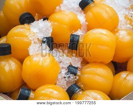Orange juice soaked in ice to cool the freshness