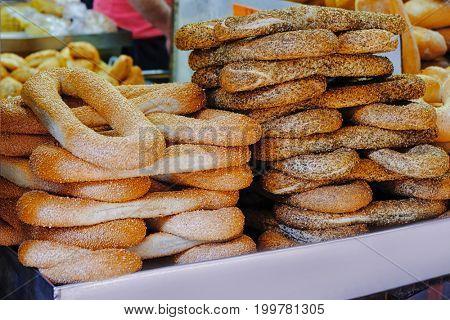 Tasty fresh bagels at market
