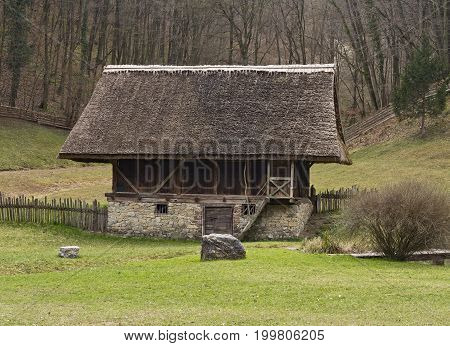 Open-Air Museum Stuebing: Unique barn and byre with straw-thatched roof from South Tyrol