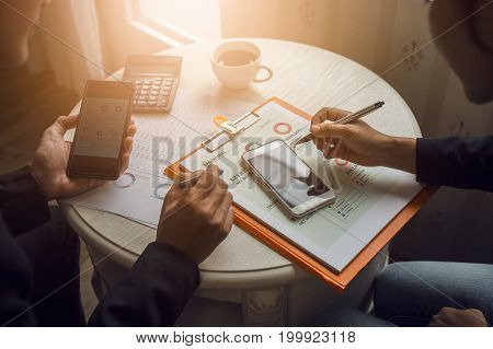 Discussion and cooperation between employees and company presidents in International Oil Trade Organizations with business contract documents and borrowing money from a government bank.