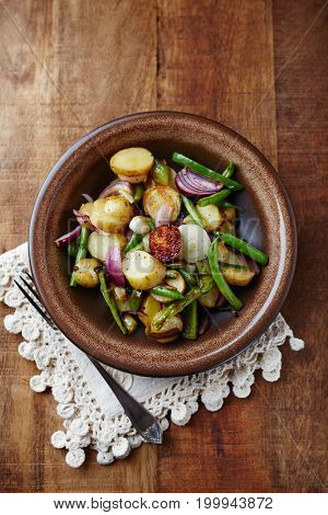 Rustic Pan-Cooked Potatoes with Onion and French Beans