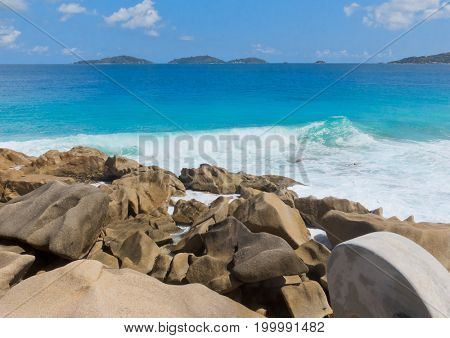 LaDigue Stones Breaking Big Waves